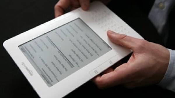 Las presiones de las editoriales y la nueva competencia de la tablet pc de Apple ponen en riesgo el liderazgo del Kindle (Foto: AP)