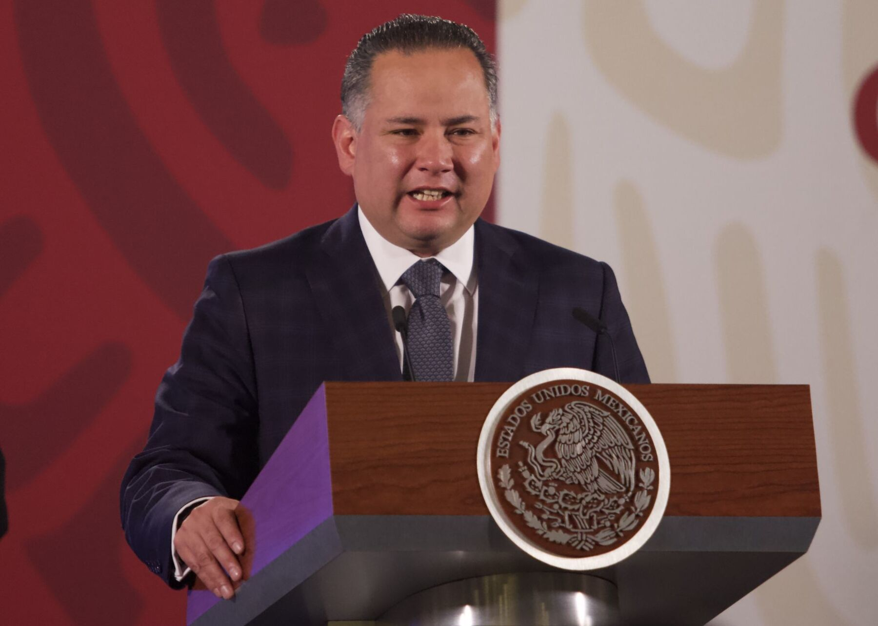 Santiago Nieto Castillo, titular de la Unidad de Inteligencia Financiera (UIF) durante conferencia de prensa en el Palacio Nacional
