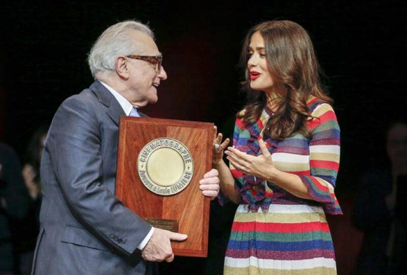 La actriz fue la encargada de entregar el Premió Lumière al director estadounidense, quien fue homenajeado por su carrera en el mundo cinematográfico.