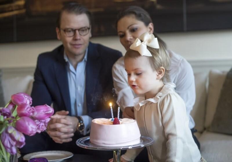 La pequeña festejó su cumpleaños número dos en compañía de su familia.