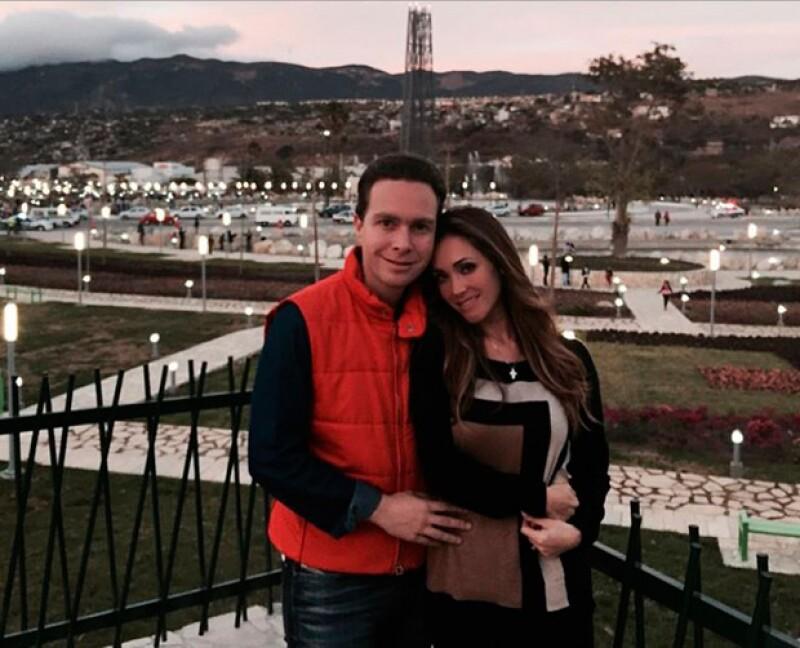 La cantante y el gobernador de Chiapas hicieron legal su matrimonio en una ceremonia privada efectuada en el Club de Golf Bosques de Santa Fe.