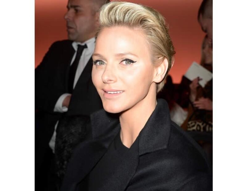 Charlene lució joven, guapa y moderna.