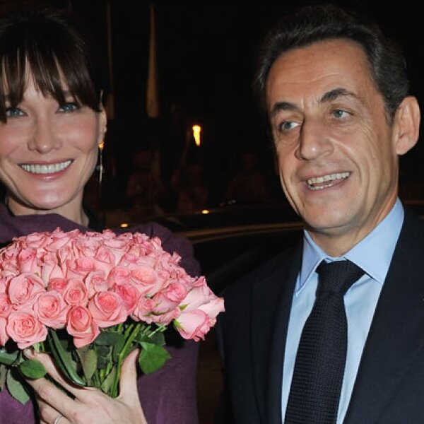 Carla Bruni y Nicolas Sarkozy fueron por un tiempo, sinónimo de elegancia y poder. El ex presidente tiene 58 años y su esposa 45, ¿se ve la diferencia?