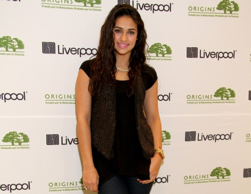 Renata ahora se encuentra soltera, pero fue novia del también actor Diego Amozorrutia.