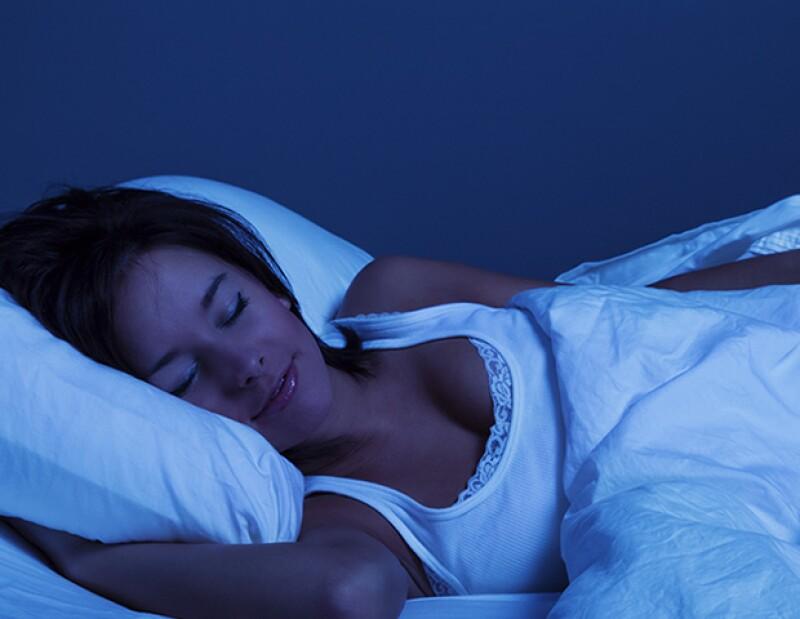 ¿Volviste a pasar la noche en vela y no puedes despertarte por la mañana? Para que no vuelva a sucederte, te presentamos 7 tips para dormir mejor y con más facilidad.