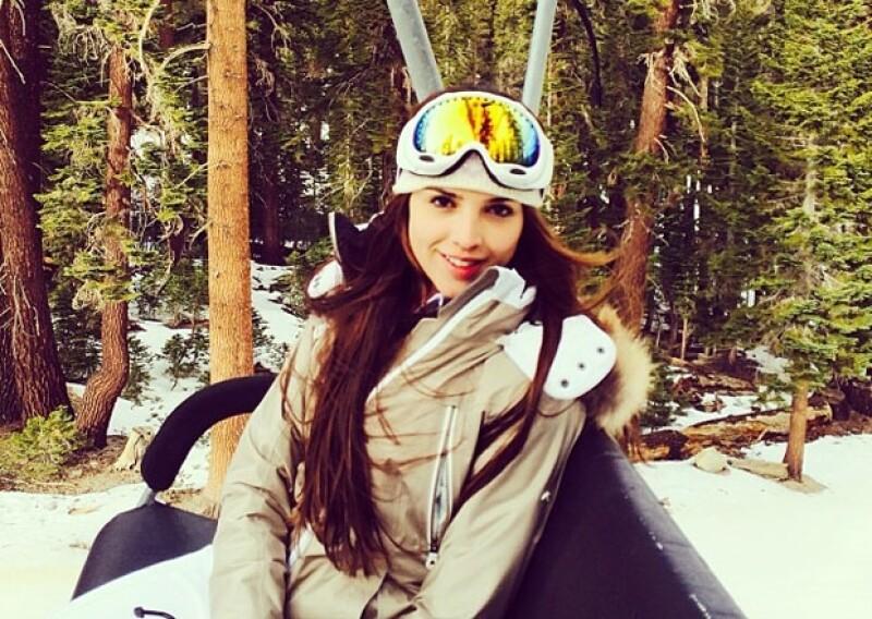 La guapa mexicana tuvo una temporada vacacional con muchos contrastes y es que después de disfrutar unos días de sol y playa, hoy presumió sus habilidades de esquí sobre nieve.