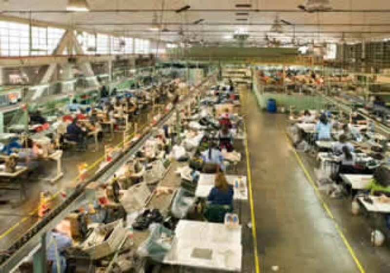 Los analistas esperaban un alza menor en la actividad industrial en diciembre. (Foto: Jupiter Images)
