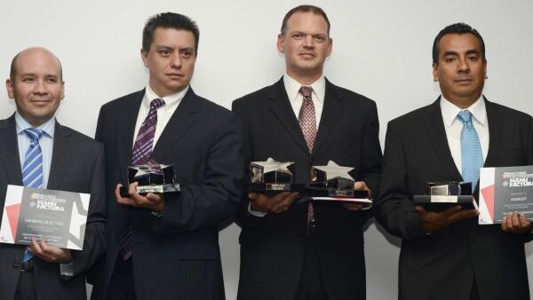 Helio Gonz�lez, Marco Vera de General Electric; James Gully de (MCFA) Caterpillar y V�ctor Barrera de Parker
