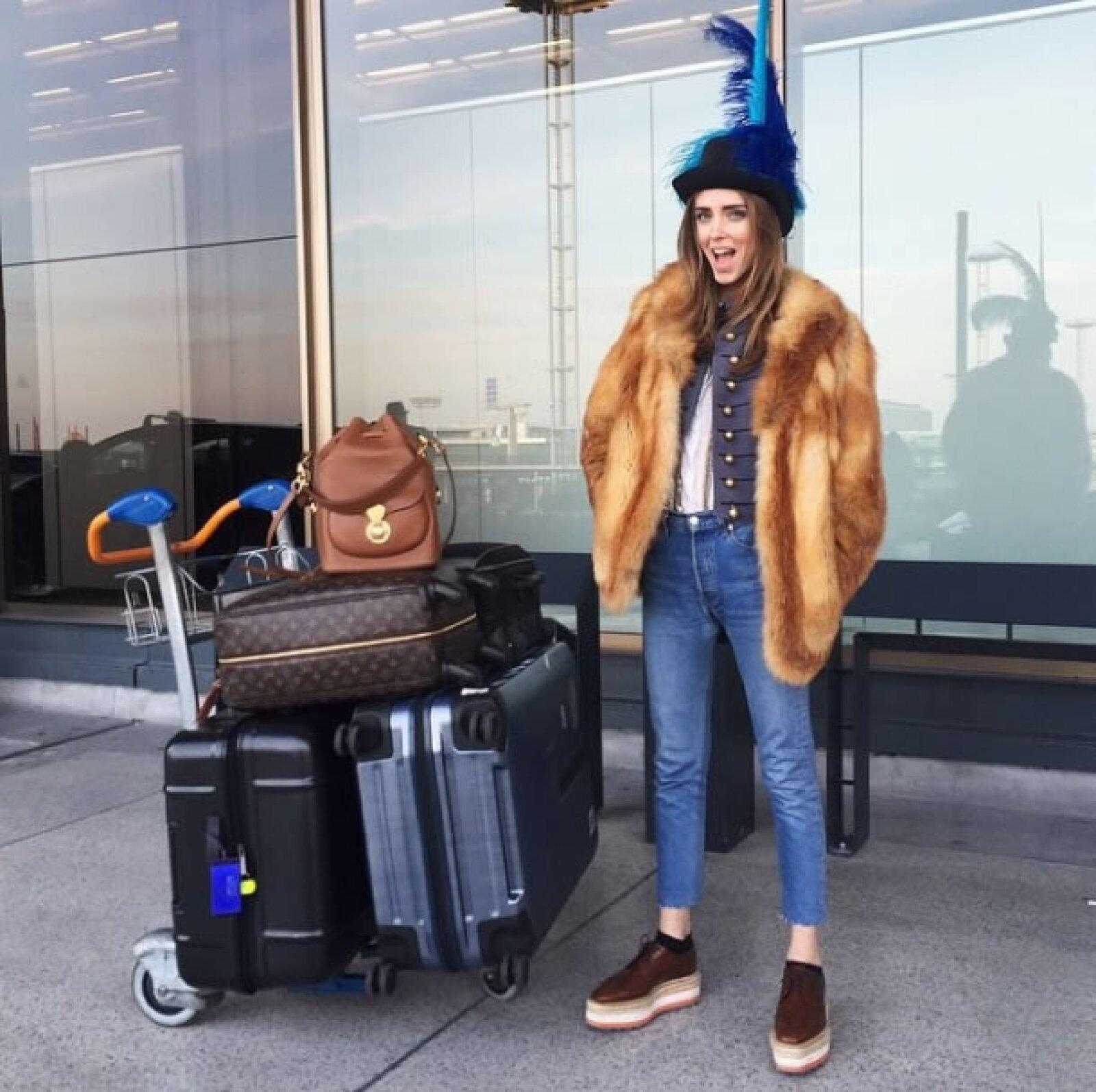 Se despide de una agenda ocupada en Fashion Month con un outfit súper original. Volvió a utilizar el sombrero Lanvin que llevó a la fiesta de la firma.