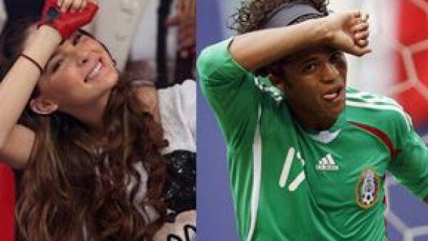 En días pasados, la cantante dijo que cuando el futbolista se llevara el puño a la frente para festejar una anotación, la misma iba a estar dedicada a ella, y así sucedió en el partido de ayer.