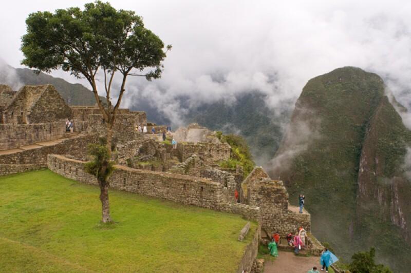 Según la Dirección Regional Cultura del Cusco, el hombre burló las medidas de seguridad e ingresó a una zona restringida debido a su cercanía a profundos barrancos.