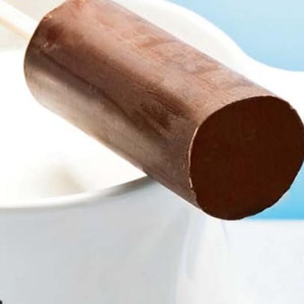 El melting stick es una barra de chocolate, parecida a una paleta, que vas derritiendo lentamente en una taza de leche caliente. Tip: al tiempo que derrites la barra, puedes agregar un poco de canela para dar un toque spicy a tu bebida.