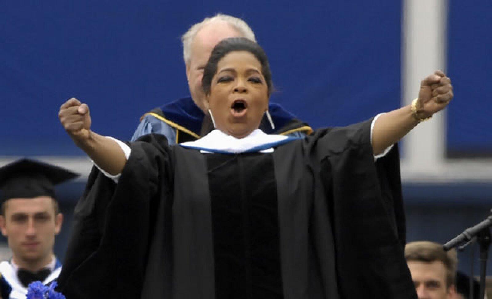 Oprah es la que más diplomas tiene, pues en 2007 Howard University la premió y también en 2009 por parte de Duke University.