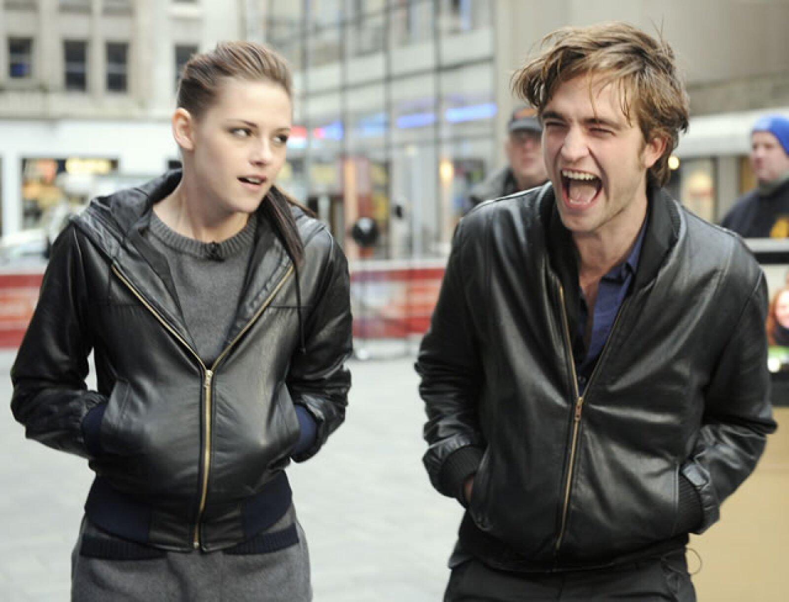 Donde Kristen hace el papel de Bella Swan y Robert, Edward Cullen.