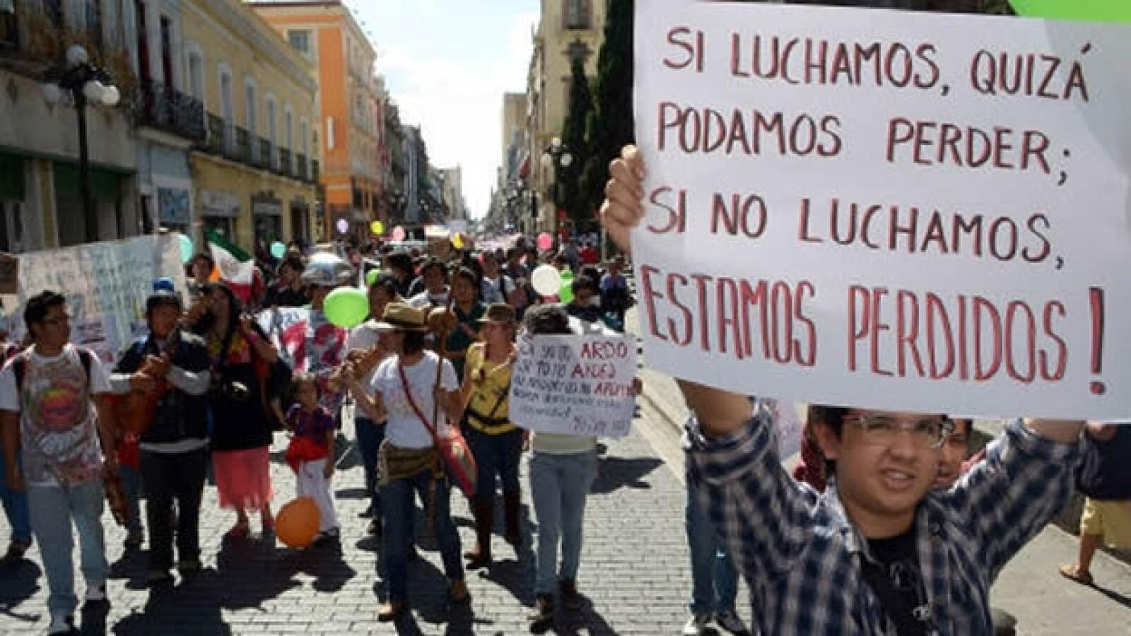 #Yosoy132 protesta ante sede del ife en Puebla 4