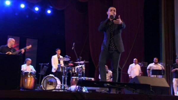 Este músico rinde tributo a Michael Jackson, con salsa