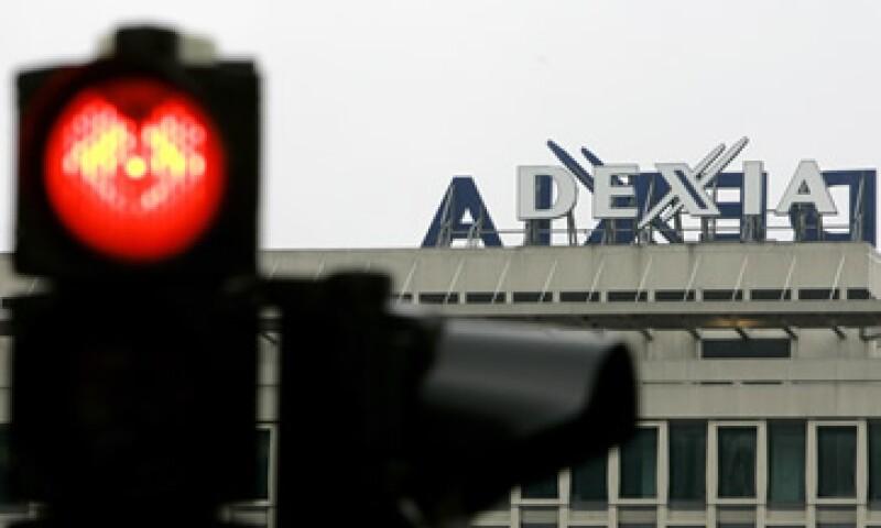 Francia y Bélgica discutieron este sábado planes para dividir a Dexia y separar sus activos de banco malo, a fin de preservar el financiamiento de cientos de ciudades en ambos países. (Foto: AP)