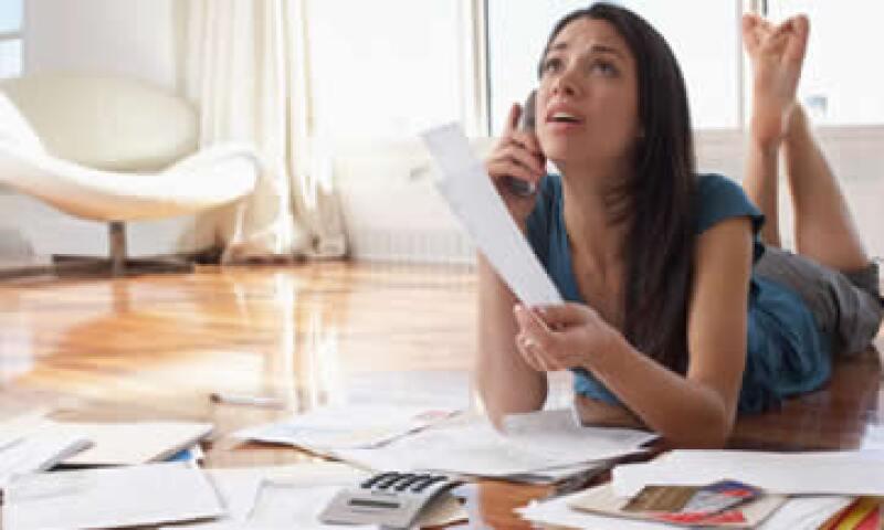 Pagar sólo el mínimo puede incrementar tu deuda en 500%, alerta Condusef. (Foto: Getty Images)