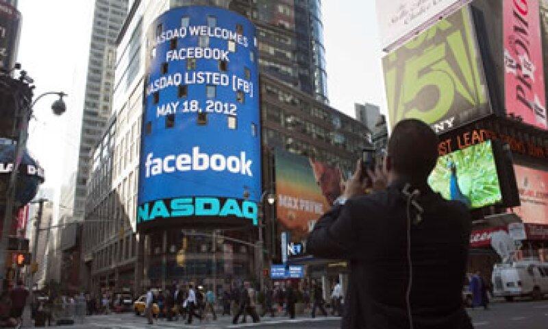 El pasado jueves, Facebook fijó el precio de su acción en 38 dólares. (Foto: Reuters)