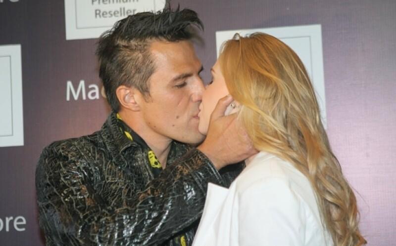Billy Rovzar y su nueva novia Claudia.
