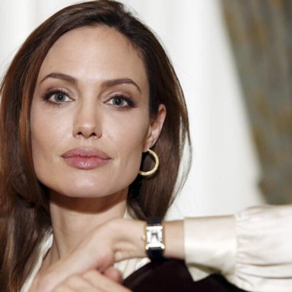 En 2011, Jolie debutó como directora de In the Land of Blood and Honey, una cinta sobre dos amantes en un campo de trabajo en la guerra de Bosnia.