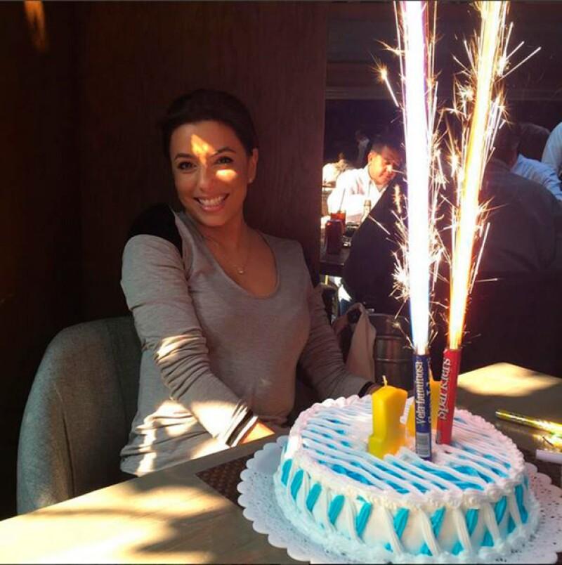 La actriz celebró por adelantado su cumpleaños 41 este lunes con una cena en el restaurante Kaye de la Ciudad de México