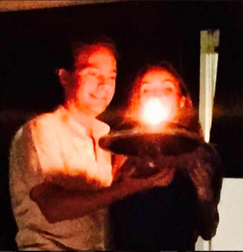 La cantante y primera dama de Chiapas publicó los primeros minutos de este lunes dos fotografías de las sorpresas que tuvo su esposo para ella por su cumple 32.
