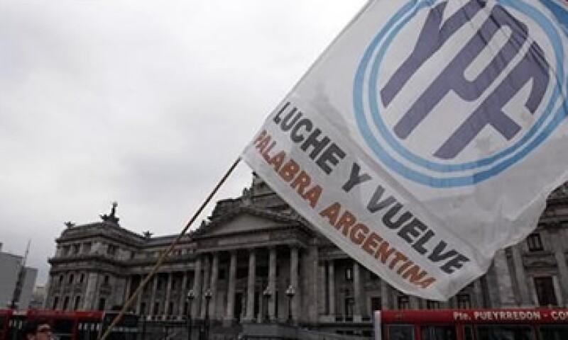 El Gobierno argentino expropió YPF a Repsol hace más de un año sin pagar una compensación. (Foto: Reuters)