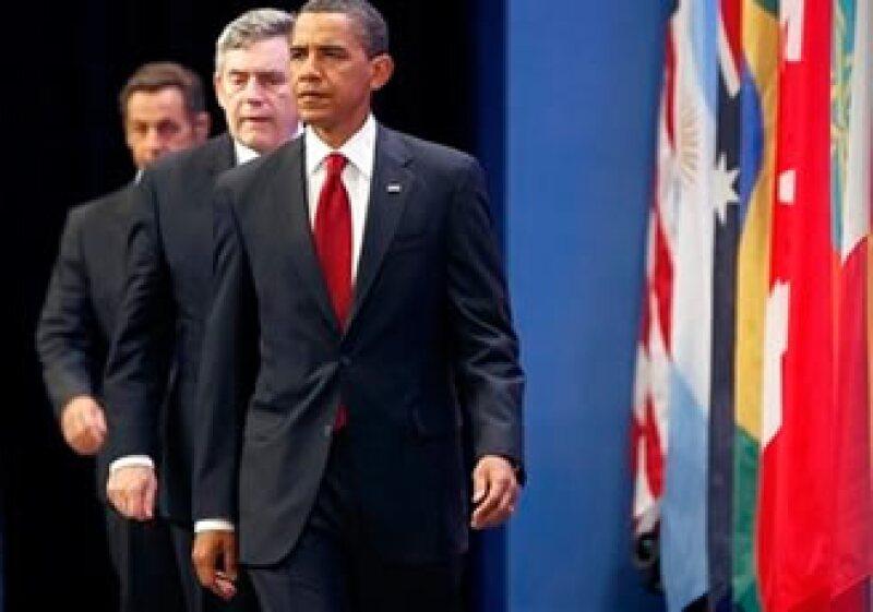 Barack Obama (al frente), Grodon Brown y Nicolas Sarkozy se reunieron durante la cumbre del G20. (Foto: AP)