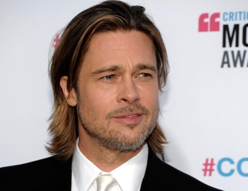 El atractivo actor dará viviendas a los damnificados por el huracán Katrina.