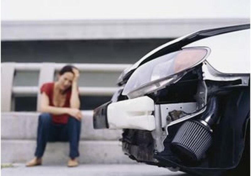 Al momento de tener un accidente no asumas responsabilidades o negocies, llama a tu aseguradora.  (Foto: Jupiter Images)