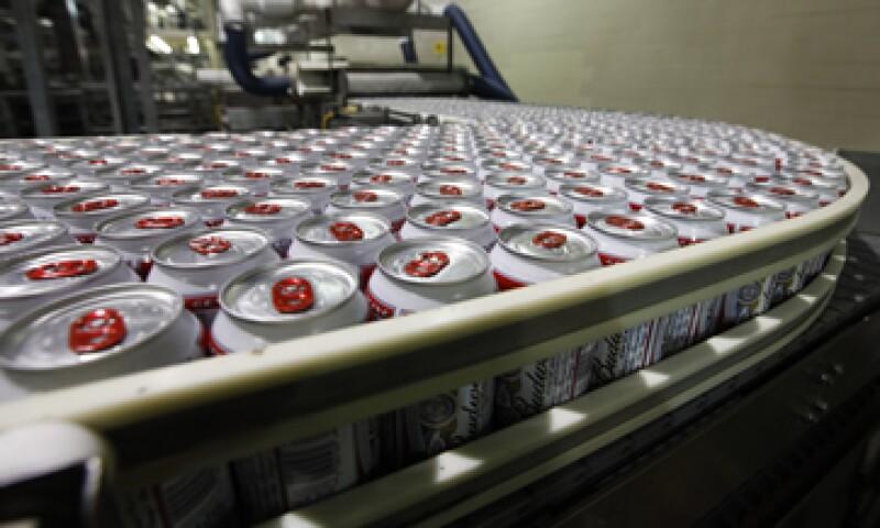 La compañía tuvo éxito en su expansión internacional de Budweiser, tras la compra de Anheuser-Busch. (Foto: AP)