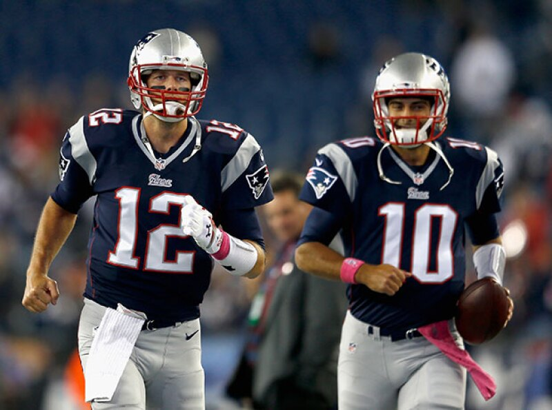 Tal parece que el nuevo quarterback de los Patriots no sólo quiere quedarse con la posición del esposo de Gisele Bündchen, sino también con el título del más hot de la NFL.