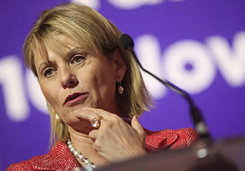 La CEO de Yahoo, Carol Bartz,  ha sido cuestionada por sus estrategias de negocio ante sus competidores en Internet.  (Foto: AP)