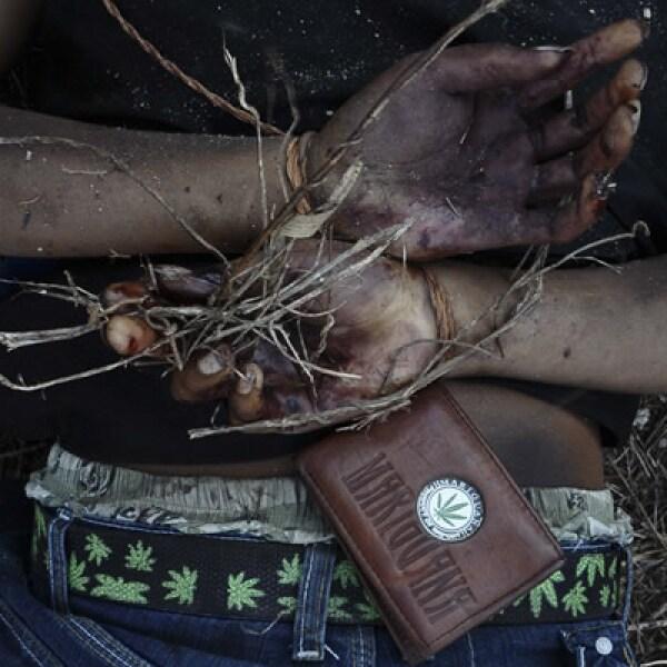 El cuerpo de un hombre sin vida es encontrado el 21 de febrero con las manos atadas a su espalda en el puerto de Acapulco, Guerrero. Este destino fue escenario de una guerra de carteles de la droga, en búsqueda del control de la región.