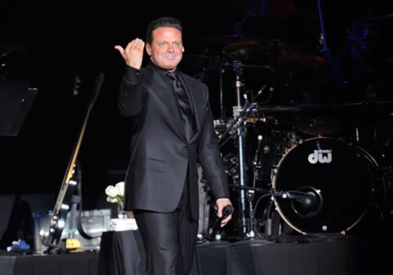 El cantante mexicano reunió a más de 20 mil personas en el concierto inaugural de la Arena Ciudad de México.