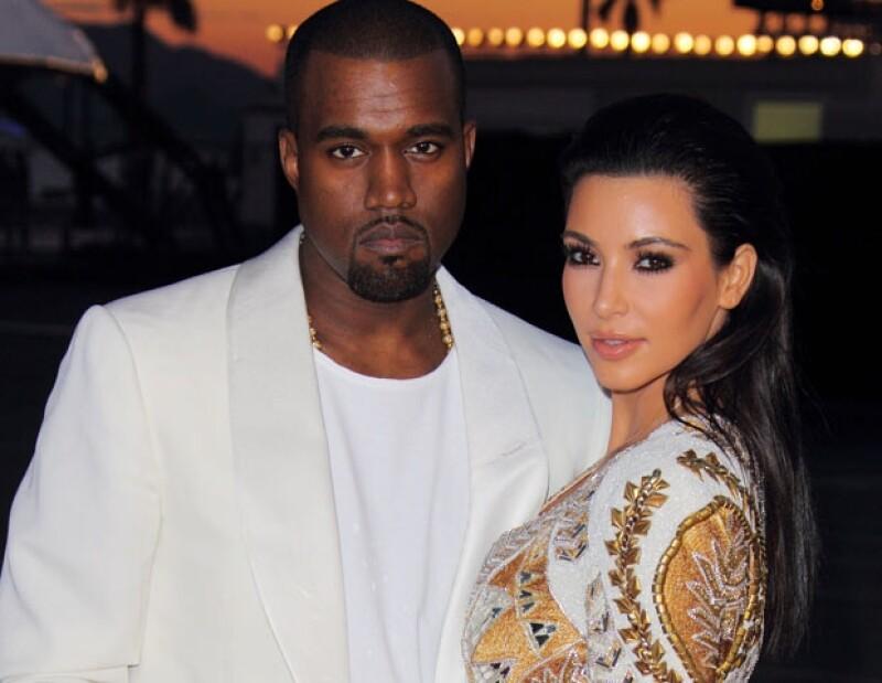 Aunque ellos han dicho que no caben de felicidad por su amor y por la próxima llegada de su primogénito, no todo es miel sobre hojuelas, pues Kim continúa casada con Kris Humphries.