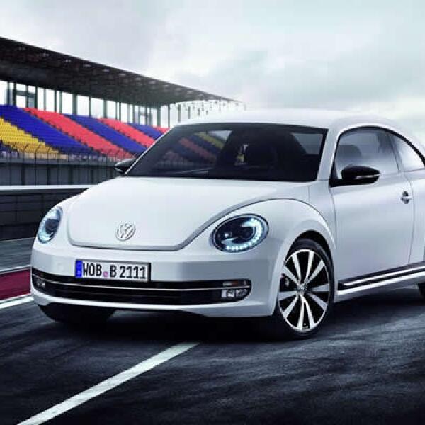 Este fin de semana se desarrolla el AutoShow de Nueva York, con la presencia de decenas de automotrices. En la imagen aparece el 'New Beetle' de Volkswagen, un automóvil que revitalizó su diseño con líneas más agresivas.