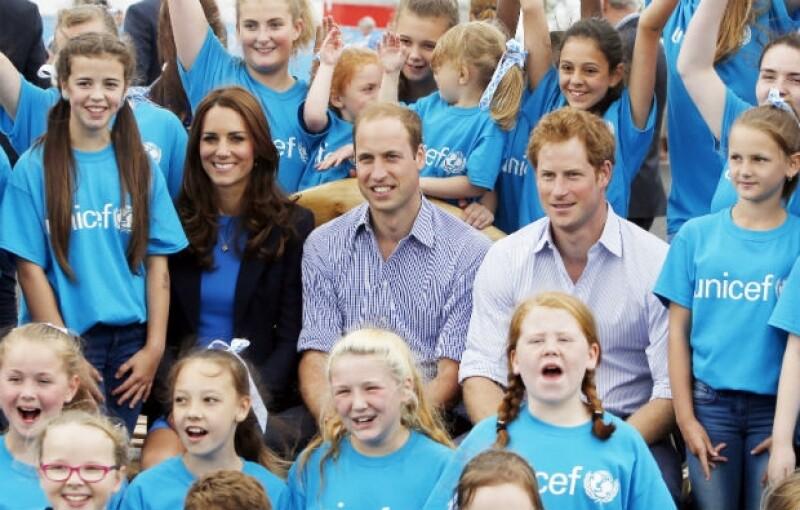 Kate, William y Enrique compartieron su tiempo con los niños de la Unicef.