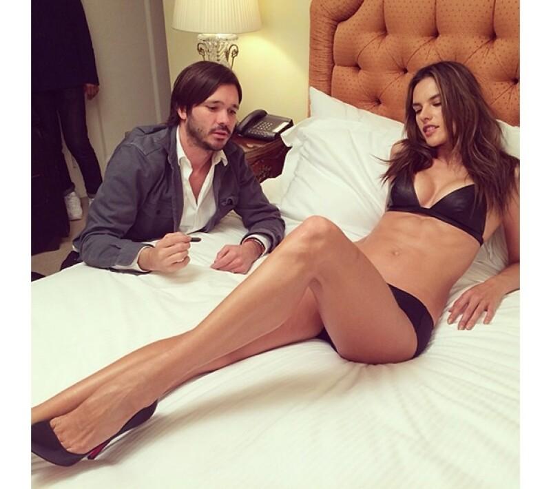 La modelo compartió en su Instagram el momento en que discutía algunas tomas con el director.