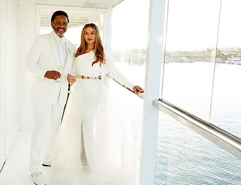 Tina Knowles contrajo matrimonio este domingo en California rodeada de sus hijas, Solange y Beyoncé, Jay Z y la pequeña Blue Ivy, con un artista de Hollywood.