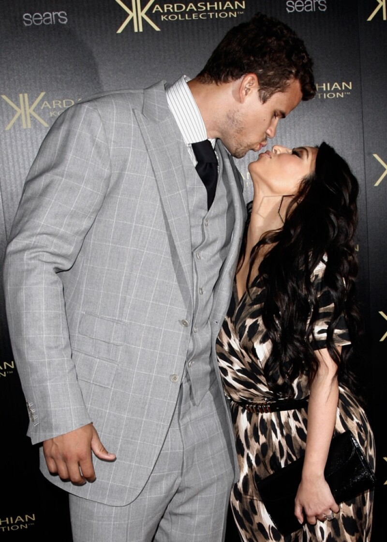 Según el portal TMZ, Kim Kardashian conoció a su ahora ex esposo el 31 de octubre de 2010, cuando Kris jugaba un partido de los Nets de New Jersey.