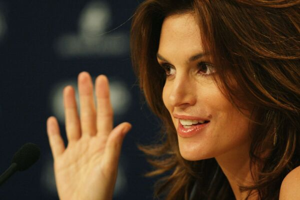 Cindy Crawford talks to the media