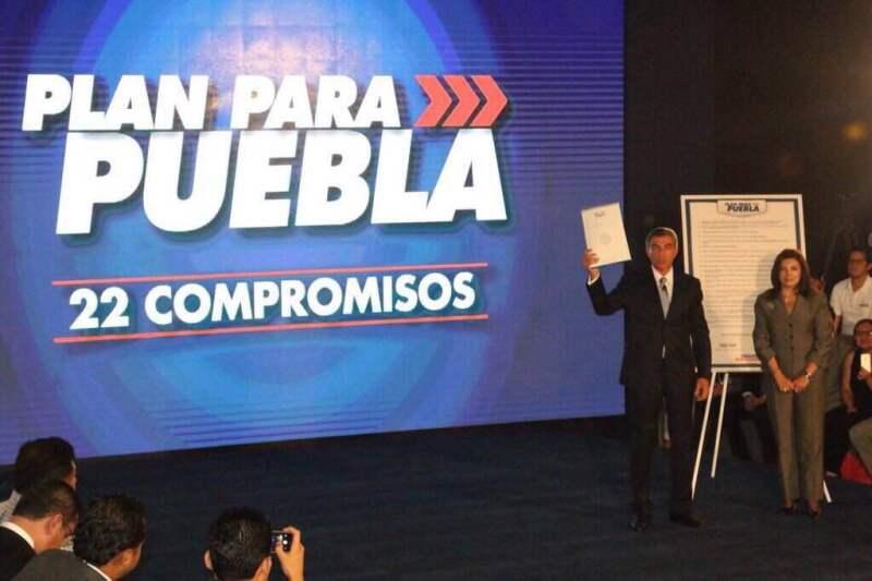 Antonio Gali firmó 22 compromisos entre los que están pasar 3 días en los municipios para conocer las necesidades de los habitantes.