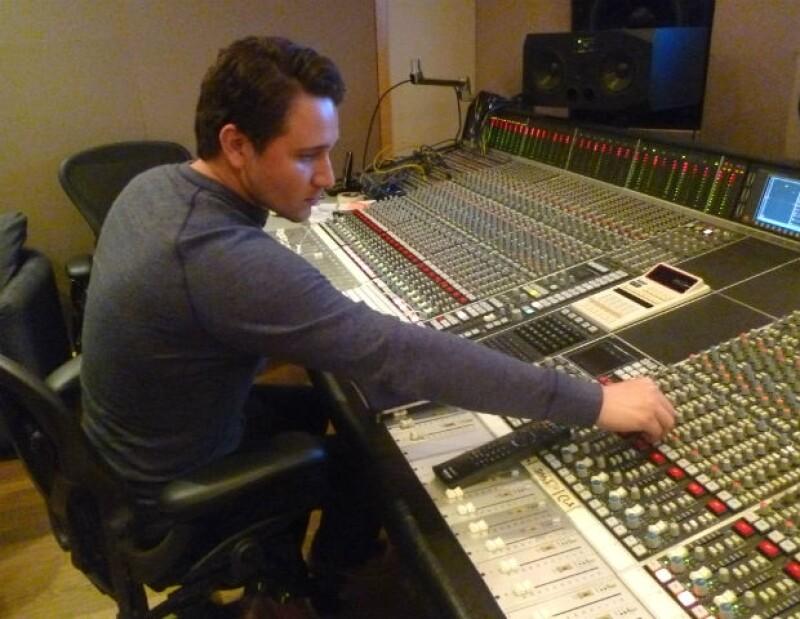 César Robles se ha involucrado de lleno en su proyecto musical.