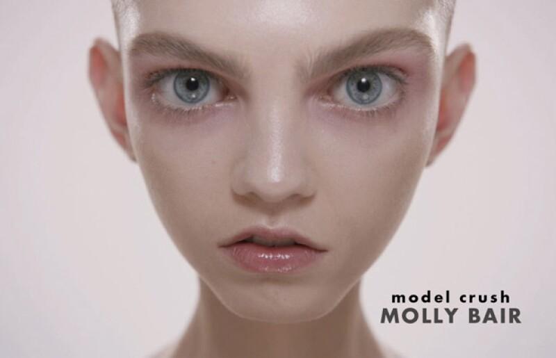 Con un físico fuera de lo común, la estadounidense de 18 años ha llegado a ser calificada como elfo, alien o mantis religiosa.