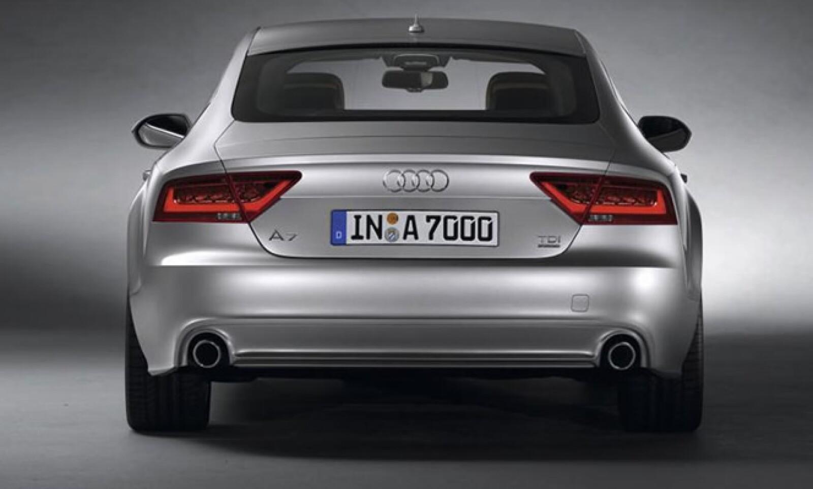 El modelo se ubica como un competidor frontal de otros productos teutones como el Mercedes Benz CLS y el BMW Serie 5 GT.