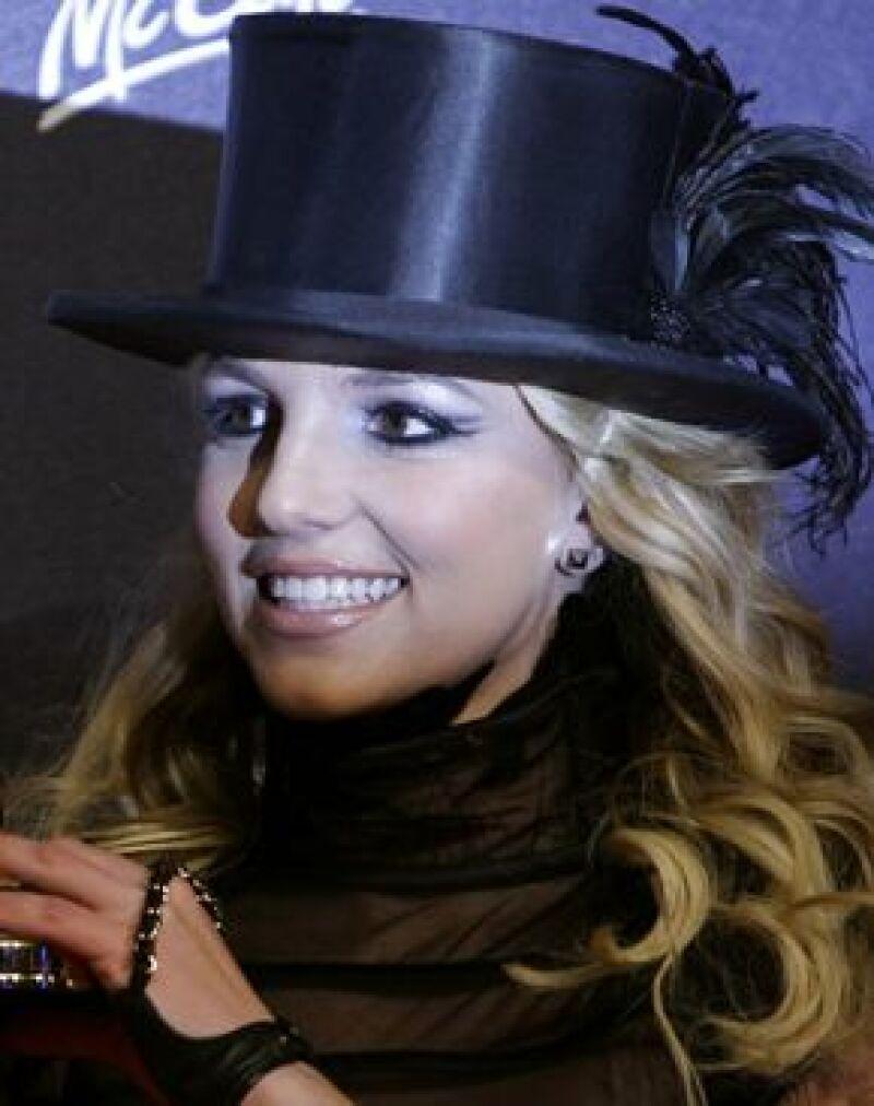 La cantante se prepara para un año de sorpresas, su propósito: no morderse más las uñas.