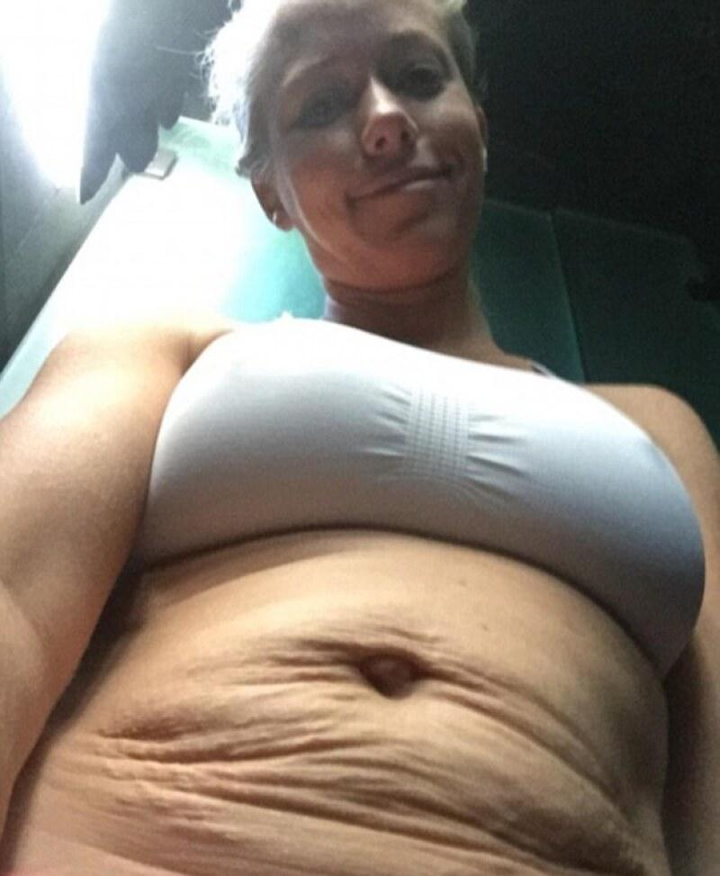 La ex Playboy ganó varias muestras de aprobación al publicar una foto de su abdomen, tras haber pasado por dos embarazos, en Instagram.