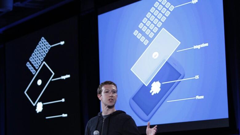 Las notificaciones y conversaciones con tus amigos en la red social, aparecerán en la pantalla principal del teléfono.